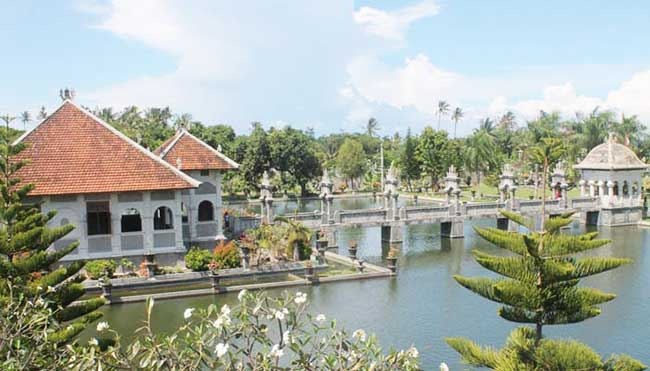 taman-ujung-water-palace